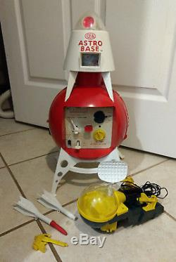 Old Vtg Collectible Plastic Ideal Astro Base Space Scope Toy With Rockets