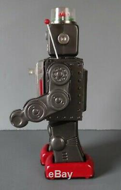 Vintage 1960's HORIKAWA FIGHTING ROBOT Tin Space Toy made in JAPAN