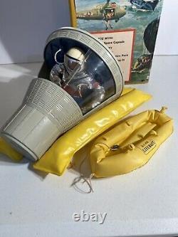 Vintage 1966 Gi Joe Official Space Capsule With Suit & Astronaut Original Box