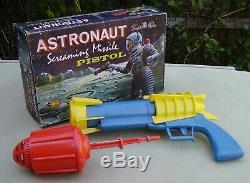 Vintage Tudor Rose plastic Astronaut Screaming Missile Pistol toy space gun